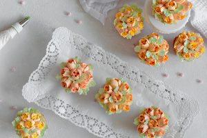 Vanille Cupcakes mit Buttercreme Blumen