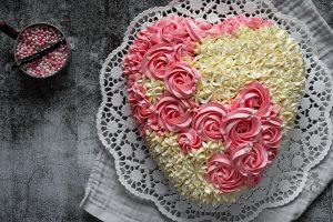 Buttermilchkuchen in Herzform