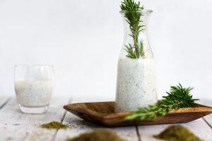 Kräuterbuttermilch & Kefir für Hunde und Katzen